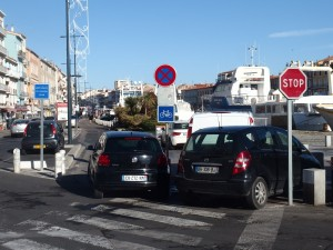 Accès côté Quai Maximin Licciardi souvent bloqué par des voitures en stationnement